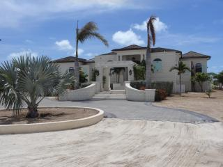 Luxurious Beach Front Home on Taylor Bay, Five Cays Settlement