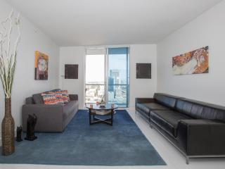 Modern 2BD Apartment in Brickell with Free Parking, Miami