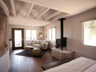Luxe Oak Suite, Six Minutes from Paso, Paso Robles