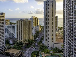 AWESOME UPDATED OCEAN VIEW CONDO, Honolulu