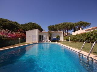 4 bedroom villa with private pool in Vilamoura, Quarteira