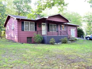 Tally Ho Cottage, very horse friendly w/2 stalls, Tryon