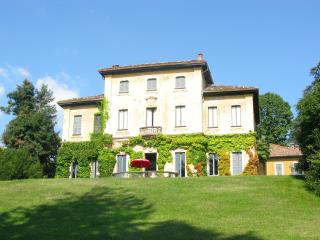 VARESE IN A  FRESCOED VILLA OVERLOOKING THE LAKES!, Varese