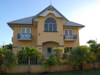 Beautiful Villa, Great Location, Bon Accord