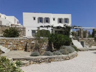 FAMILY VILLA AT THE HEART OF SIFNOS LIVELY CAPITAL, Sifnos