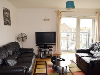 BEAUTIFUL  2 BEDROOM APARTMENT WITH WI FI,SLEEPS 6, London