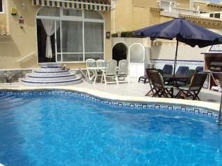 Lovely 4 bedroom detached villa with private pool, Villamartin