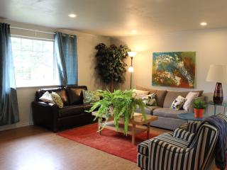 Newly Renovated 3-BR House Close to BOEING, Everett