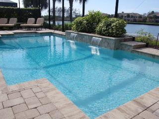 Single Family Home with Lake Front Pool, Fort Myers