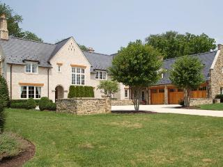 Washington DC Area English Manor Home 22 mi to DC, Potomac