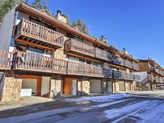New Listing! 'The Copper Lodge' Brilliant 2BR Red River Townhome w/Wifi, Private Balcony & Tremendous Location Near All the Best Attractions - Walk to Downtown and Marvelous Ski Slopes!