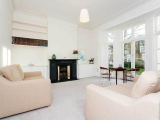 A stunning and bright one-bedroom apartment in St John's Wood., London