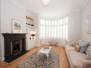 3 bed 3 bath family home with spacious garden, Queens Park, London