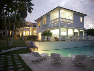 Stunning Beach House with Private Beach, Humacao