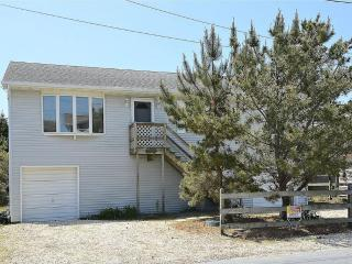 3rd house from the beach. 3 bed, 2 bath home with porch., South Bethany