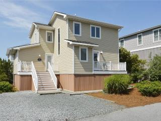 Bright 4 bedroom home with 2 private master suites. 3rd home from the beach!, South Bethany
