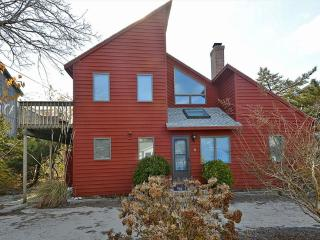 Nice 4 bedroom, 2 bath home with private deck - 1/2 block to the ocean!, South Bethany