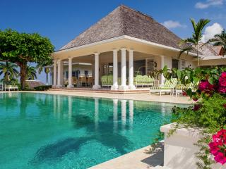 Luxury 6 bedroom Jamaica villa. 180 degree panoramic views of the crystal clear Caribbean ocean!, Montego Bay