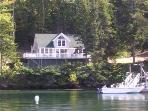 COVESIDE ON LINEKINE BAY | CONTEMPORARY COTTAGE AT THE EDGE OF LINEKIN BAY | COUPLES RETREAT |