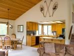 Skier's  Sunriver Home Pet-Friendly and Hot Tub that's Centrally Located