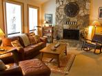 Relaxing Sunriver Home with Hot Tub Near North Entrance