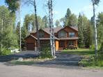 Lazy Bear Lodge Spacious Home in Private Setting of Aspen Ridge