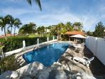 Villa w/3 bungalows, walk to beach, Pool, gazebo, BBQ, WiFi, AC, sleeps 4- 9