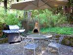Falling Leaf Vacation Rental, Outdoor Dining & Gas Grill