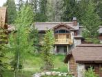Nova Chalet - 3 bedroom, 3.5 Bath Custom Chalet. Sleeps 8-9 - Pet Friendly. WIFI.