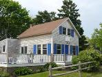 1526 - CHARMING COTTAGE-WALK TO TOWN & HARBOR!
