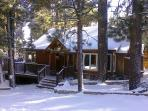 Pine Rock Cabin, Pool Table, Walk to Slopes/Golf