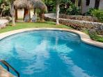Relaxing condo near town and the beach- shared pool, a/c, cable