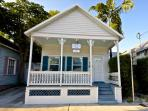 'ALMOST SOUTHERNMOST' - Private Hot Tub - Half Block To Duval St. Sleeps 6