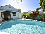 TROPICAL RETREAT- Upscale Home w/ Private Pool & BBQ Grill 1/2 Block To Duval