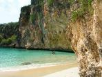 World famous Little Bay Beach is within hiking distance. Spectacular CALM snorkeling for all levels.