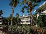 Relaxing Ocean Front Villa- Screened Porch, Full Kitchen, Laundry, Cable TV