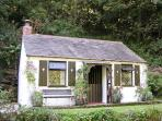 COACHMAN'S, romantic, character holiday cottage, with open fire in Tintagel, Ref 982