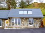 BERWYN COTTAGE, family friendly, character holiday cottage, with a garden in Bala, Ref 2826