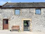 BLUEBIRD COTTAGE, family friendly, country holiday cottage, with a garden in Parwich, Ref 3517