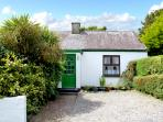 BRENDAN'S COTTAGE, family friendly, character holiday cottage, with a garden in Knightstown, County Kerry, Ref 2570
