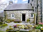 CEFN COCH ISAF, pet friendly, character holiday cottage, with a garden in Porthmadog, Ref 1242