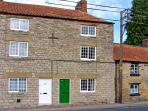 CROOKED COTTAGE, pet friendly, character holiday cottage, with open fire in Kirkbymoorside, Ref 3588