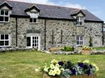 DERI LLEWELYN, pet friendly, character holiday cottage, with a garden in Rowen, Ref 1639