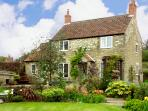 HOWE GREEN COTTAGE, character holiday cottage, with a garden in Kirkbymoorside, Ref 1785