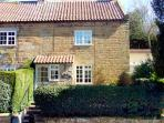 KNAYTON HOUSE COTTAGE, family friendly, luxury holiday cottage, with a garden in Knayton, Ref 1975