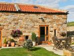 SWALLOW COTTAGE, pet friendly, character holiday cottage, with a garden in Staintondale, Ref 1196