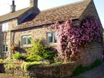 COBBLED CORNER, romantic, character holiday cottage, with a garden in Elton, Ref 1613