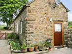 SHAY SIDE COTTAGE, romantic, character holiday cottage, with a garden in Warslow Near Hartington, Ref 622