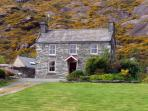 ROCK HOUSE, pet friendly, character holiday cottage, with a garden in Adrigole, County Cork, Ref 3651