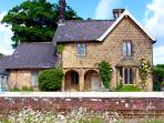 THE STATION HOUSE, pet friendly, character holiday cottage, with a garden in Ruswarp Near Whitby, Ref 1220